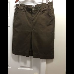 Olive Ralph Lauren skirt is like new